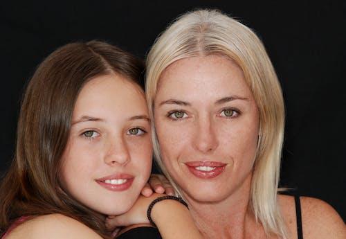 Gratis lagerfoto af datter, familie, model, mor