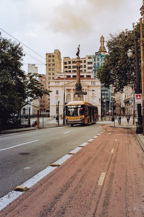 Fotobanka sbezplatnými fotkami na tému architektúra, autobus, budovy