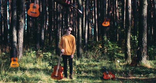 Fotobanka sbezplatnými fotkami na tému 20-25 ročný muž, akustická gitara, chlap, gitara