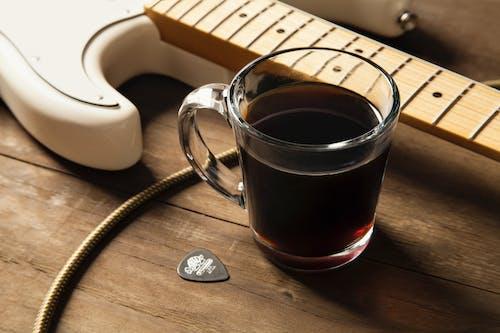 Immagine gratuita di bicchiere, caffè, chitarra, chitarra elettrica