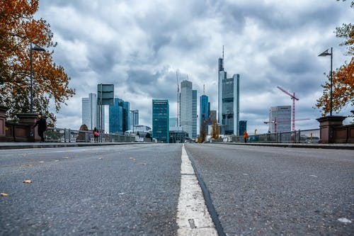 Foto profissional grátis de céu, chão, frankfurt, fundamento