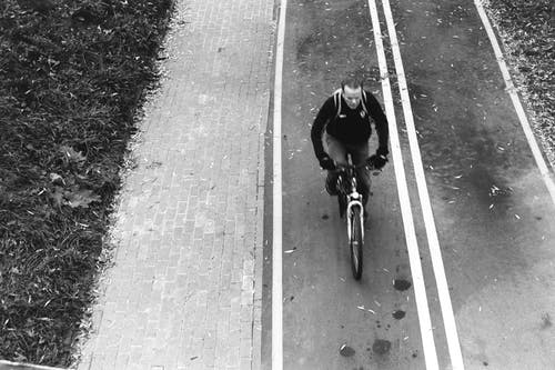Fotobanka sbezplatnými fotkami na tému 35 mm film, bicykel, čierna a biela, čiernobiely
