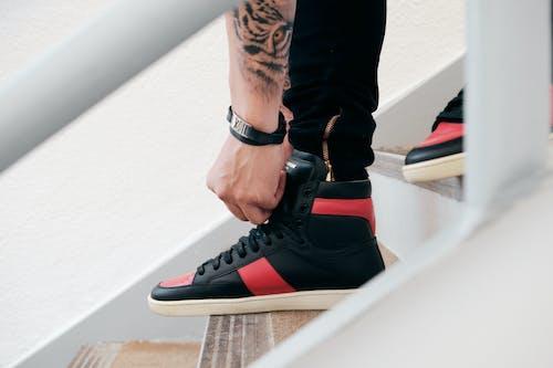 Gratis lagerfoto af fashionabel, fodtøj, hånd