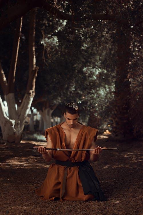 Безкоштовне стокове фото на тему «бойове мистецтво, верхній одяг, вираз обличчя, Денне світло»
