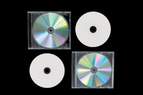 Foto d'estoc gratuïta de blanc i negre, carcassa, cd, disc