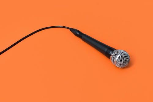 Photos gratuites de câble, concentrer, équipement, fond orange