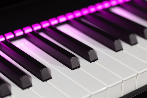 White and Black Piano Tiles