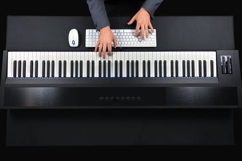 Gratis arkivbilde med artist, digital, elektronikk, elektronisk tastatur