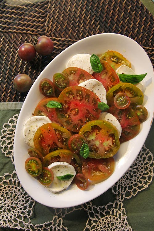 Free stock photo of caprese salad, fresh mozzarella and tomato