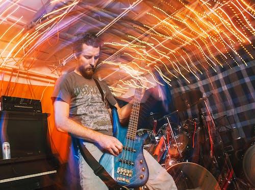Gratis arkivbilde med bass, elektrisk gitar, fremføring, gitar