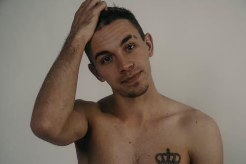 Ilmainen kuvapankkikuva tunnisteilla 20-25-vuotias mies, mies, muotokuva, tatuointi
