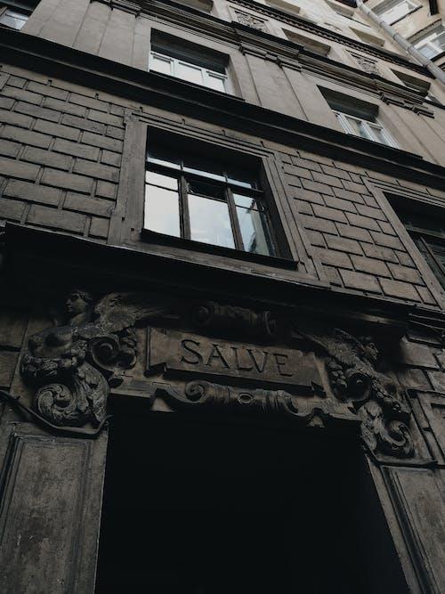 Foto d'estoc gratuïta de alt, arquitectura moderna, articles de vidre, blanc i negre