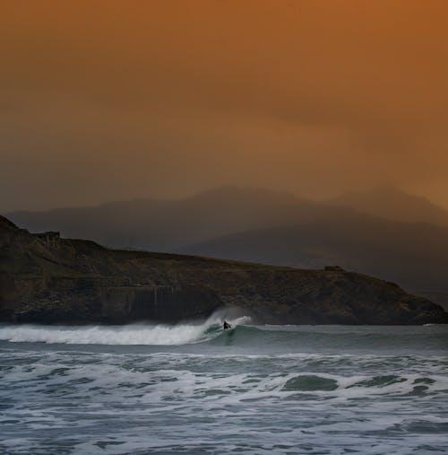 Foto d'estoc gratuïta de alba, boira, capvespre, fent surf