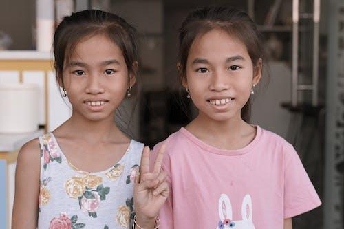 Fotobanka sbezplatnými fotkami na tému Ážijčanka, ázijské dievča, dievčatá, dvojčatá