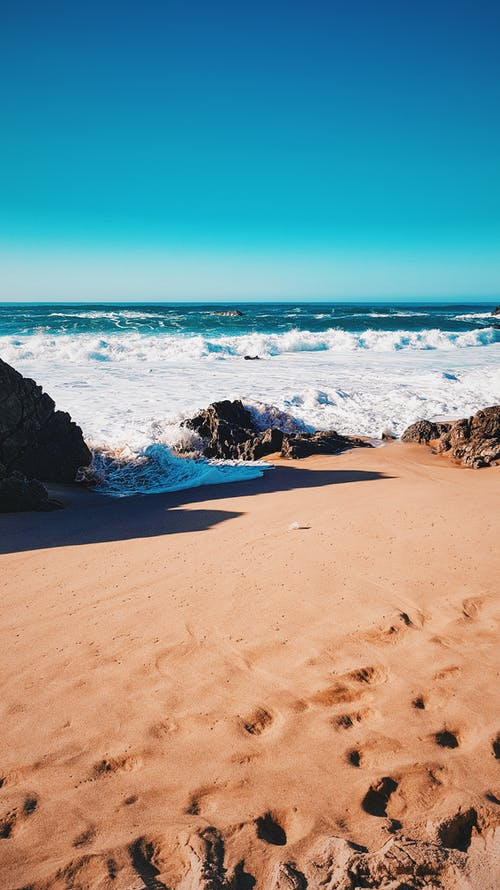 Darmowe zdjęcie z galerii z fale, horyzont, lizbona, morze