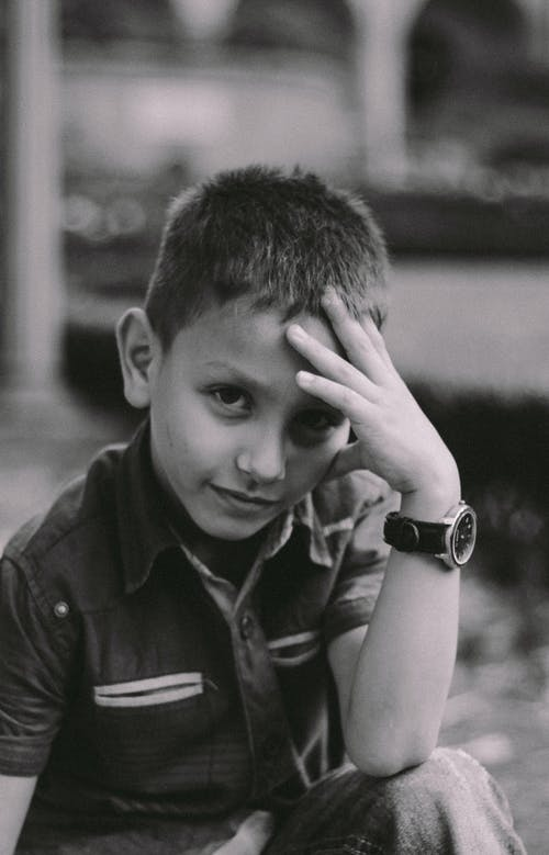 Immagine gratuita di bambino, bianco e nero, concentrarsi, dita