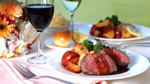 Fotos de stock gratuitas de Boda, filete miñón, mesa de comedor