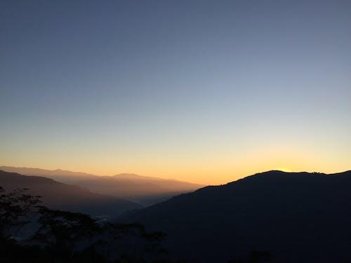 Gratis arkivbilde med # soloppgang #hills #dareeling