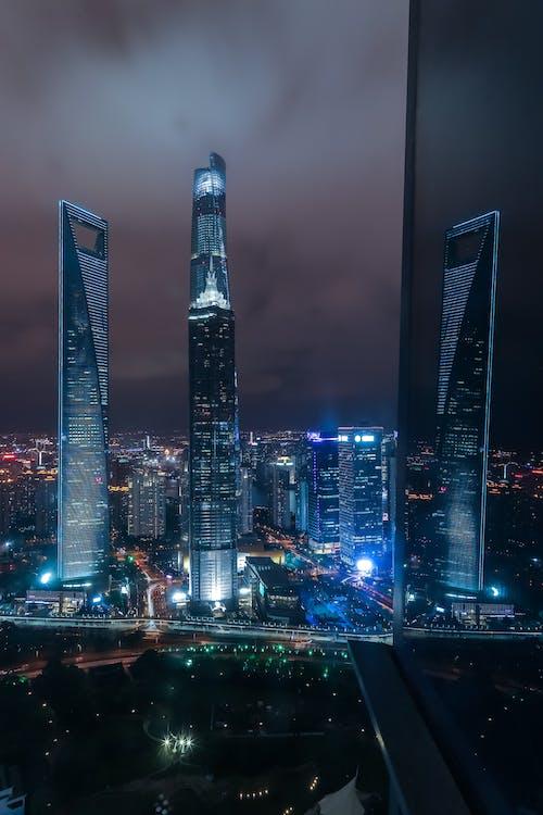 ánh đèn thành phố, bầu trời, các tòa nhà