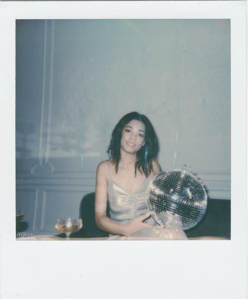 가벼운 공, 갈색 머리, 거울, 레트로의 무료 스톡 사진