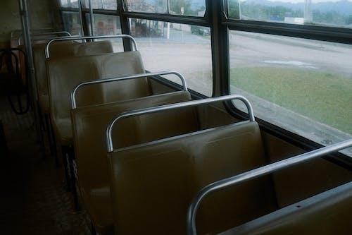 Immagine gratuita di analogico, autobus, dentro, finestre