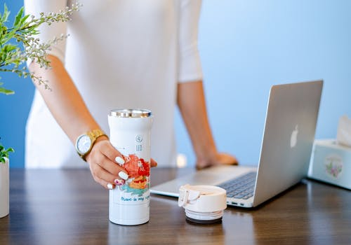 Kostnadsfri bild av bärbar dator, bord, bordsskiva, enhet