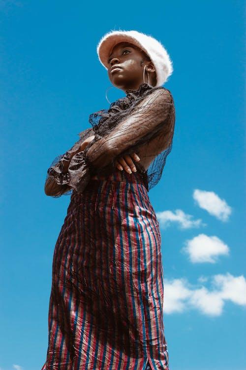 女人, 時尚攝影, 看著別處, 耳環 的 免費圖庫相片