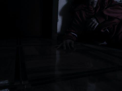 Darmowe zdjęcie z galerii z chłopak, czerwony, kinowy, mężczyzna