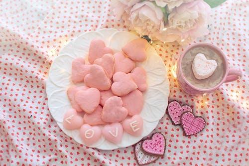 Gratis lagerfoto af desserter, lækkerbiskener, lyserød, macarons