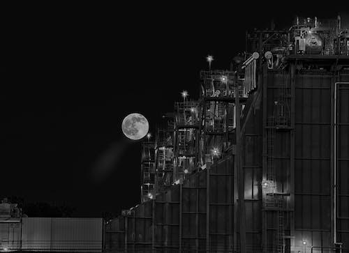Základová fotografie zdarma na téma architektura, budova, černobílý, měsíc