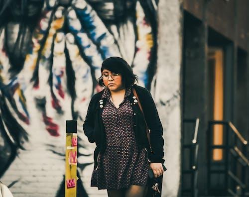 Ilmainen kuvapankkikuva tunnisteilla 20-25-vuotias nainen, abstrakti öljymaalaus, henkinen paraneminen, kaupunki
