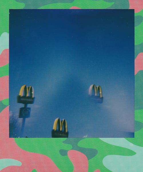 Бесплатное стоковое фото с mcdonalds, polaroid, signages, бизнес