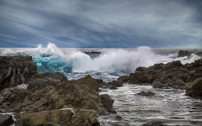 Waves Crushing on Rocks