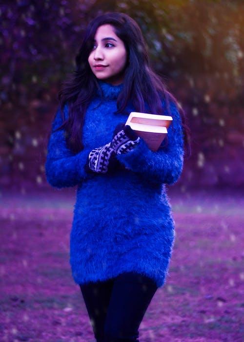 インドの女の子, 冬, 大学生, 青いセーターの無料の写真素材
