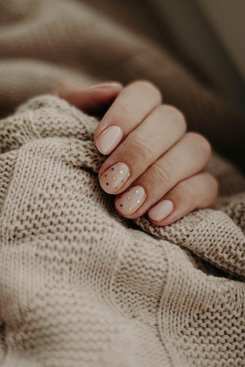 Безкоштовне стокове фото на тему «в'язаний, великий план, вовна, доглянуті нігті»