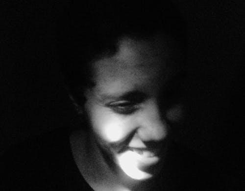 Darmowe zdjęcie z galerii z chłopak, czarno-biały, hałas, mężczyzna