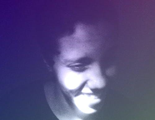 Darmowe zdjęcie z galerii z chłopak, fioletowy, hałas, kolory