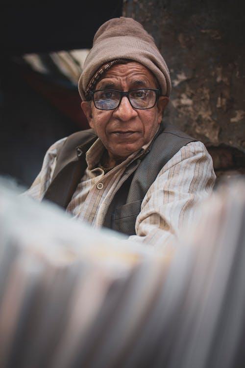Gratis stockfoto met bejaard, bejaarde man, bejaarden, bril