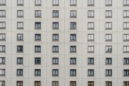 Gratis lagerfoto af arkitektur, bygning, geometrisk, lejlighedskompleks