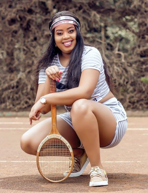 Photos gratuites de accroupi, actif, beau, court de tennis