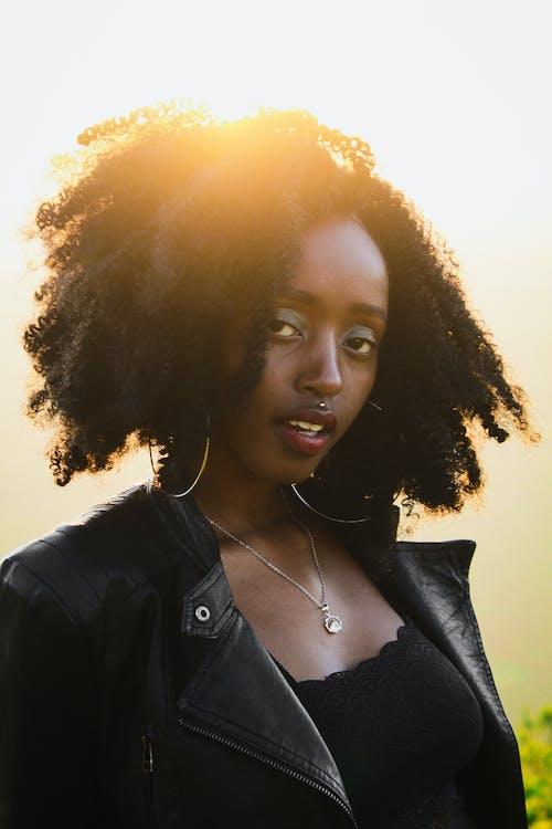 Δωρεάν στοκ φωτογραφιών με portraitswithapop, Αφρικανή, αφρικανή γυναίκα, διαμαντένιο κολιέ