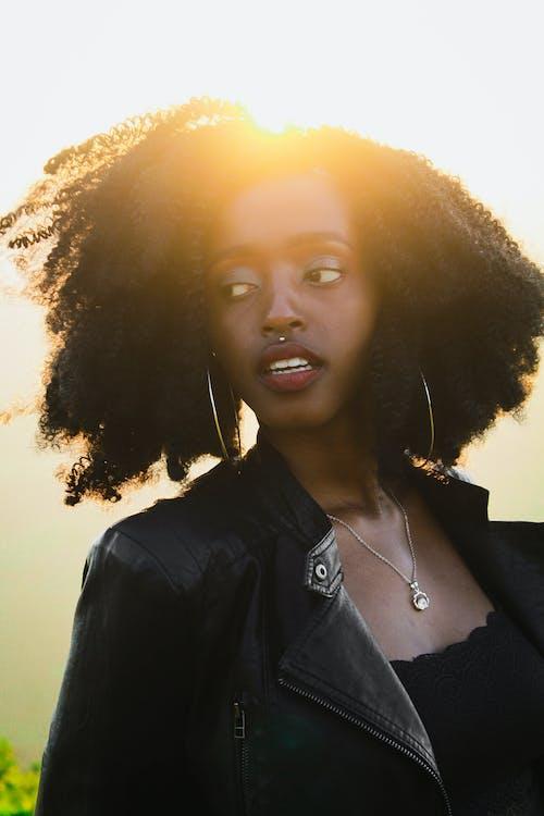 Δωρεάν στοκ φωτογραφιών με happy μαύρη γυναίκα, piercings, portraitswithapop, Αφρικανή