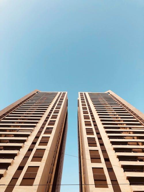 Kostenloses Stock Foto zu architektur, braunes gebäude, business