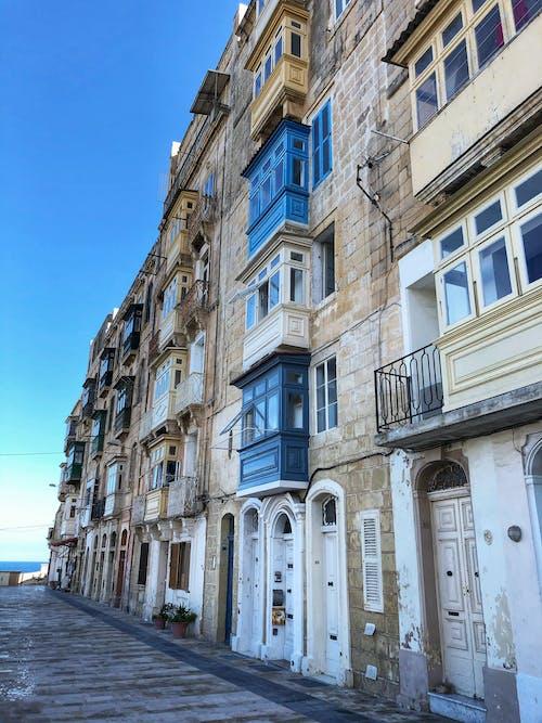 Gratis arkivbilde med arkitektur, balkong, balkonger
