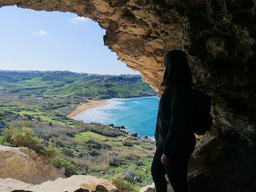 Gratis arkivbilde med blå himmel, blå sjø, cliff edge
