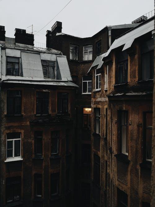Foto d'estoc gratuïta de a l'aire lliure, apartament, arquitectura, carrer