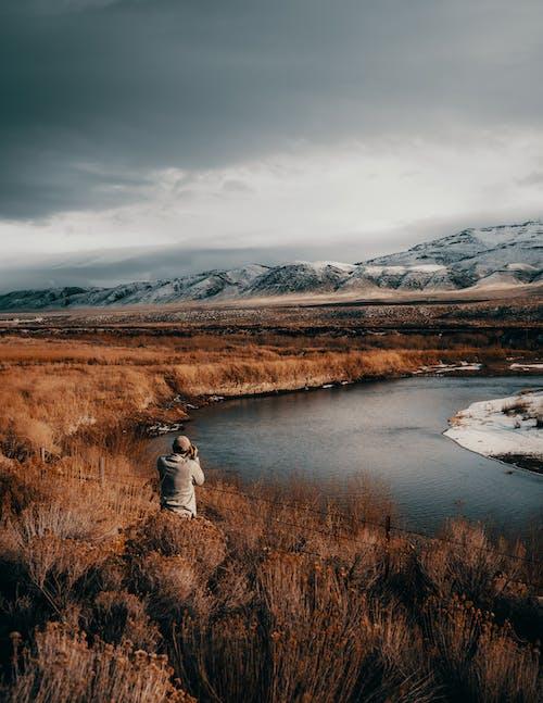 Kostenloses Stock Foto zu berge, dämmerung, fluss, fotograf