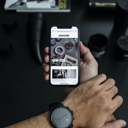 Gratis lagerfoto af arbejde, armbåndsur, bærbar computer