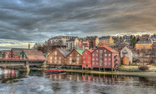 Immagine gratuita di acqua, architettura, cielo, colorato