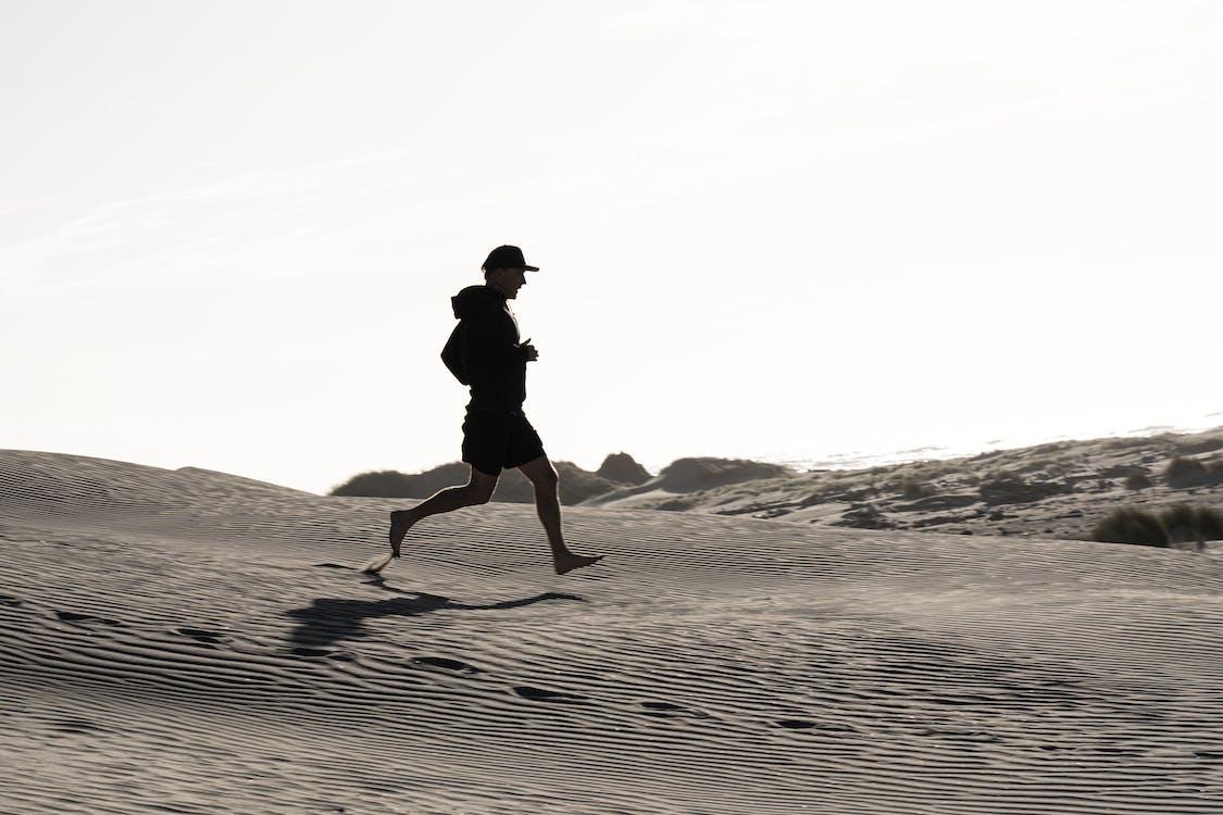 adam, antrenman yapmak, ayak izleri içeren Ücretsiz stok fotoğraf